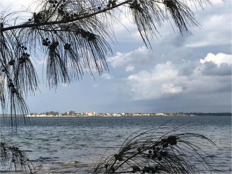 A Baía e a Cidade de Inhambane no horizonte.